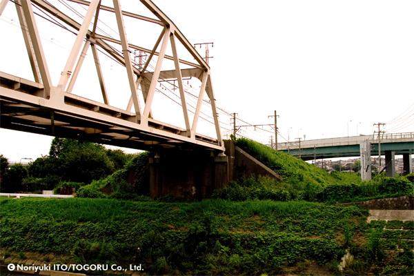 鉄橋のある寂れた風景