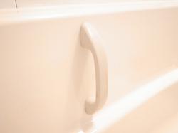 浴槽の中のハンドル(手すり)